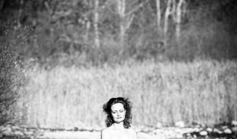 portrait, séance photo, reportage portrait, photographe Grenoble, Chloe perez photographie, lac de petichet, séance photo au bord d'un lac, photographe de vie, lumière d'automne, reportage photo, photographe professionnelle rhone alpes, séance portrait, photo-therapie