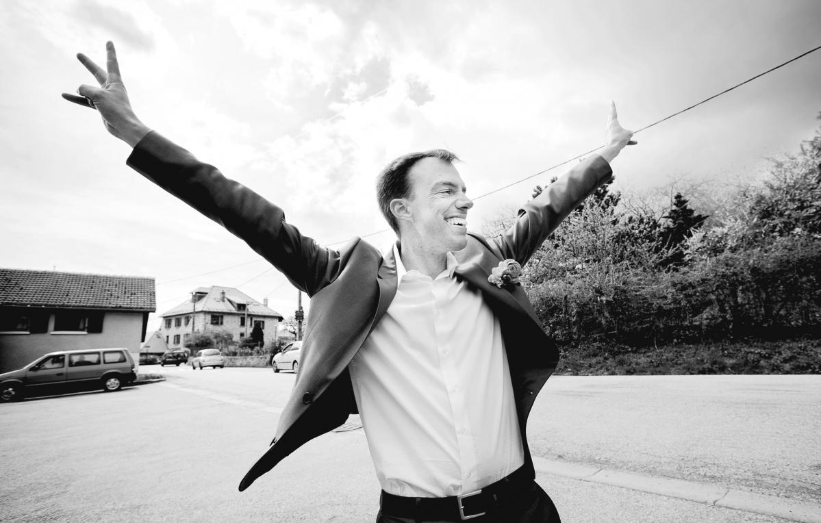 Happy Groom, marié heureux, she said yes, elle a dit oui, photographie de mariage authentique, Chloé perez, photographe de vie, Lifephotographer, mariage à la cool, photographe fun et alternative, photographie professionnelle Rhône Alpes, French wedding, reportage mariage grenoble Isère Savoie Haute Savoie,