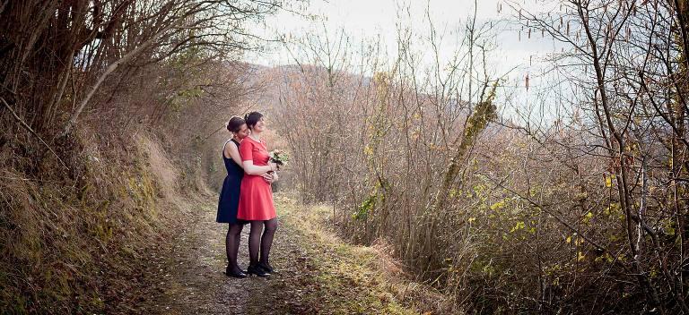 mariage lesbien, mariage gay, mariage entre filles, photographe de vie, Chloé Perez, reportage photo de mariage, wedding lesbien à grenoble, photographe pro Auvergne-Rhone-Alpes, fun et décalé, pas conventionnel,